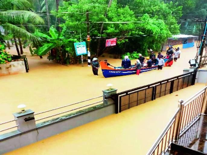 57 Death in Kerala flood | केरळात मुसळधार पावसाचे ५७ बळी, दीड लाख नागरिकांचे स्थलांतर