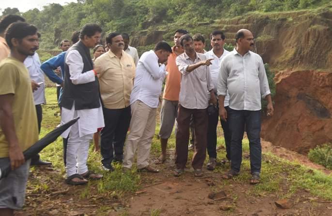 Deep work Kaskarkar orders blacklisted contractor | निकृष्ट काम करणारे ठेकेदार काळ््या यादीत, दीपक केसरकरांचे आदेश