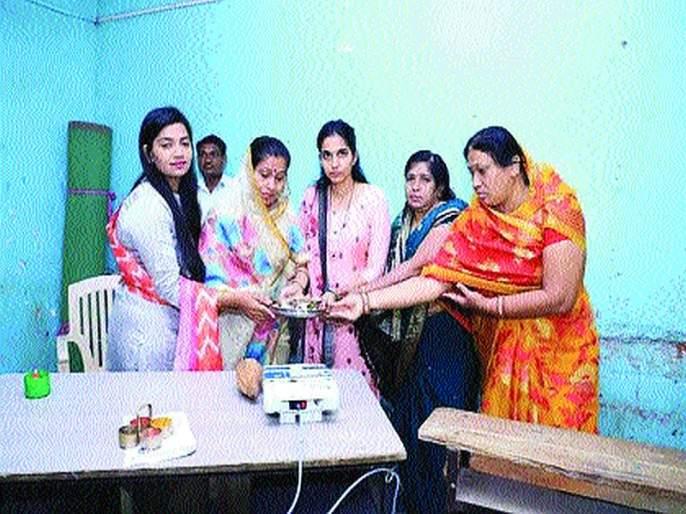 Maharashtra Election 2019: Violence against five puppets for worshiping EVM Machine   Maharashtra Election 2019: ईव्हीएमची पूजा केल्याने पाचपुतेंविरुद्ध गुन्हा