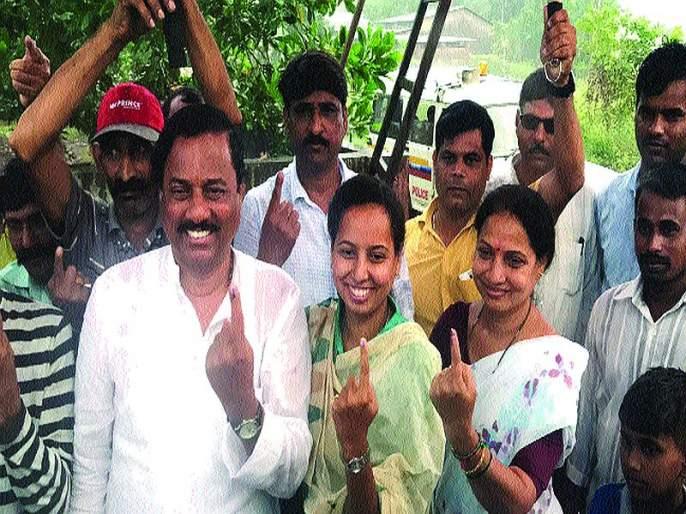 Maharashtra Election 2019:Voting fell sharply; Locked in the futuristic machine of the 78 candidates | मतदानाचा टक्का घसरला; ७८ उमेदवारांचे भवितव्य यंत्रात बंद
