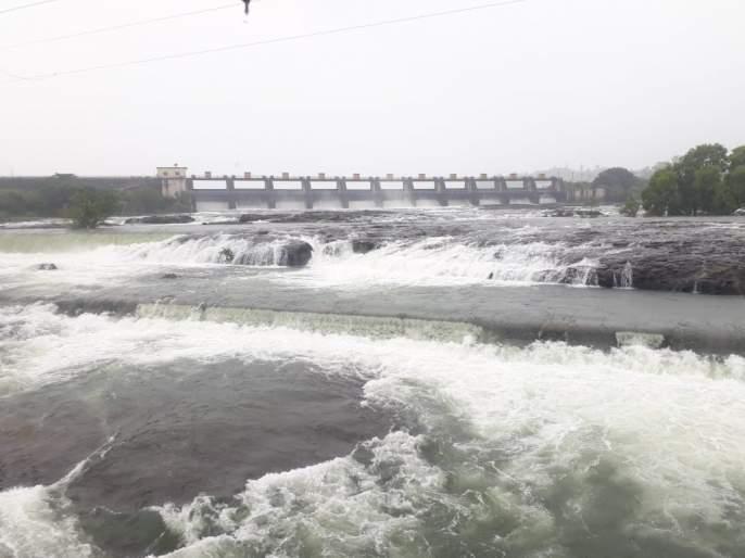 Khadakwasla dam is full; Discharge of 9500 cusecs in Mutha river | दमदार पावसाने खडकवासला धरण भरले शंभर टक्के; मुठा नदीत ९५०० क्युसेकने विसर्ग