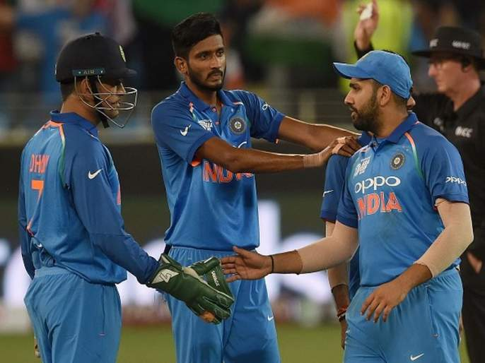 Dhoni bhai asked Rohit to let me hold Asia Cup trophy, Khaleel ahmed | 'धोनी भाई'मुळे खलील अहमदला सुखद धक्का; अनुभवला अविस्मरणीय क्षण