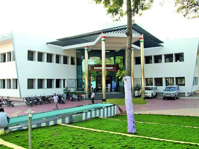 Khamgaon Municipal corporation tax department on Sunday! | खामगाव पालिकेकडूनरविवारीही करवसुली!