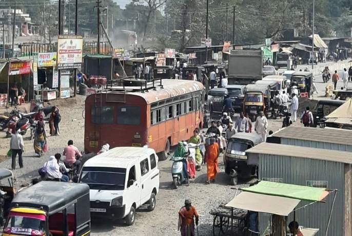 Main roads in Khamgaon trap in encroachment! | खामगावातील मुख्य रस्ते अतिक्रमणाच्या विळख्यात!