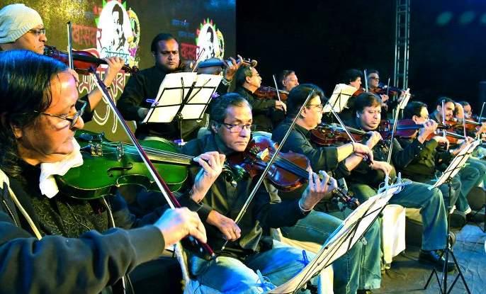 Group violin for the first time in Nagpur | नागपुरात प्रथमच निनादत आहेत 'ग्रुप व्हायोलिन'