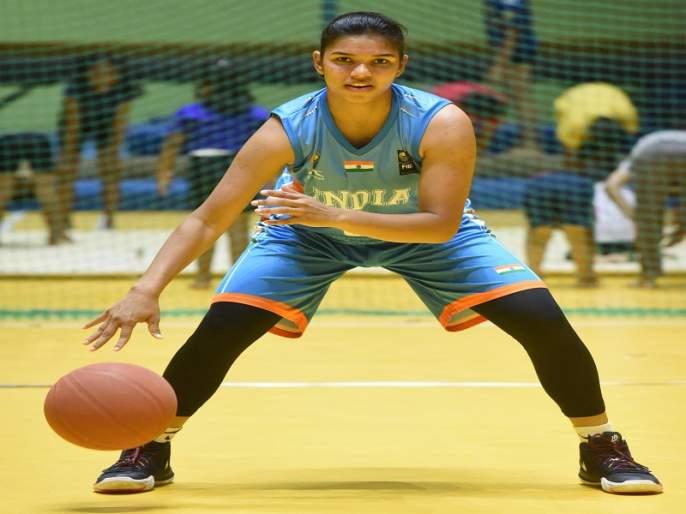 The talented basketball player Khushi will carry the magic on US courts | प्रतिभावान बास्केटबॉलपटू खुशीची जादू चालणार अमेरिकेतील कोर्टवर