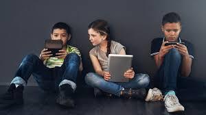 How much screen time should be given to children in a day? | दिवसभरात मुलांना किती स्क्रीन टाइम द्यायचा ?