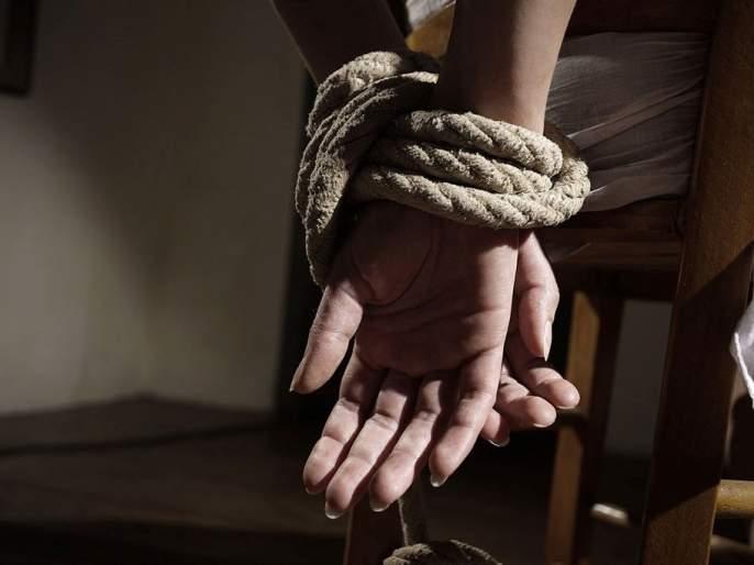 Kidnapping of youth on suspicion of immoral relations | अनैतिक संबंधाच्या संशयावरून तरुणाचे अपहरण
