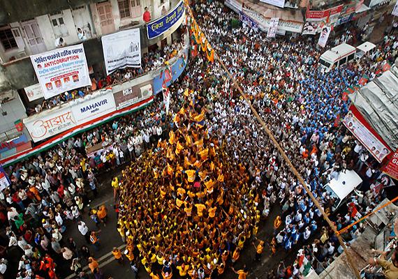 Lakhmola Dahihandi competition in Raigad canceled | रायगडमधील लाखमोलाच्या दहीहंडी स्पर्धा रद्द