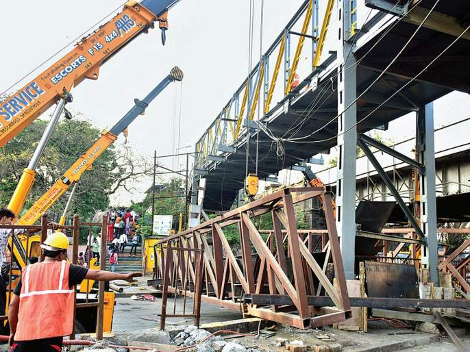 traffic problem due to bridge accident at Kings Circle | किंग्ज सर्कल येथील पूल दुर्घटनेमुळे कोंडी