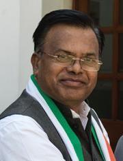 Kishore Gajbhian's Congress Entry Sensitized in North   किशोर गजभियेंच्या काँग्रेस एन्ट्रीने 'उत्तर'मध्ये खळबळ