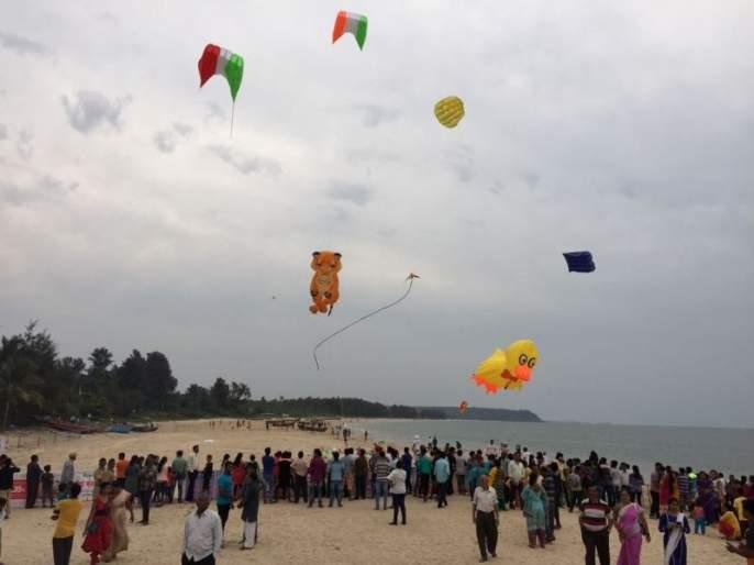 National Kite Festival became a memorable, Malvan dandy made of moth | राष्ट्रीय पतंग महोत्सव ठरला यादगार, मालवण दांडी किनारा बनला पतंगमय