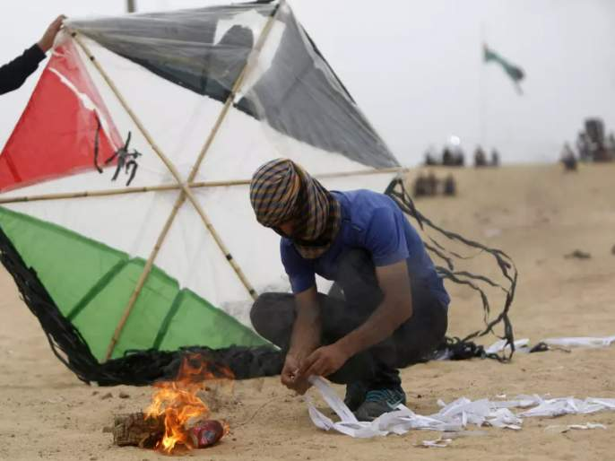 Now Palestine uses kites as a weapon on Israel, 2200 acres of farmland | आता पॅलेस्टाइनचा इस्रायलवर 'पतंगहल्ला', 2200 एकर शेत नष्ट