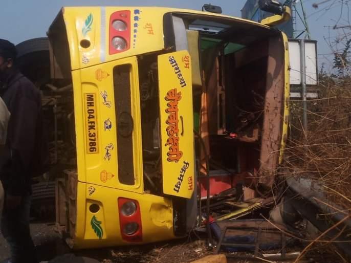 25 passengers injured, three in critical condition in bus accident in Pune | साखरपुड्याला निघालेली बस किवळे पुलावर पलटली; २५ प्रवासी जखमी, तिघे गंभीर