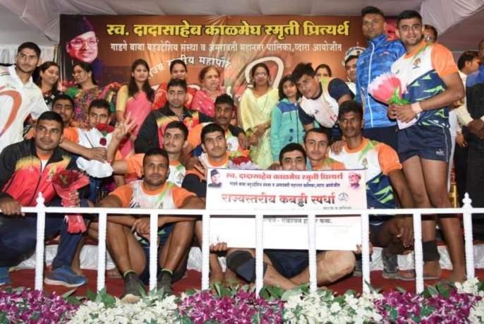 Kabaddi: Kamthi in men and women in Nagpur team's are winner   कबड्डी : पुरुषांमध्ये कामठी तर महिलांमध्ये नागपूर संघ अजिंक्य