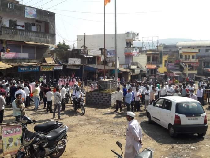 Road blocked for internet range only: Block the way of traders in Shirala taluka | इंटरनेट रेंजसाठीच रस्ता केला जाम : शिराळा तालुक्यातील व्यापाऱ्यांचा रास्ता रोको