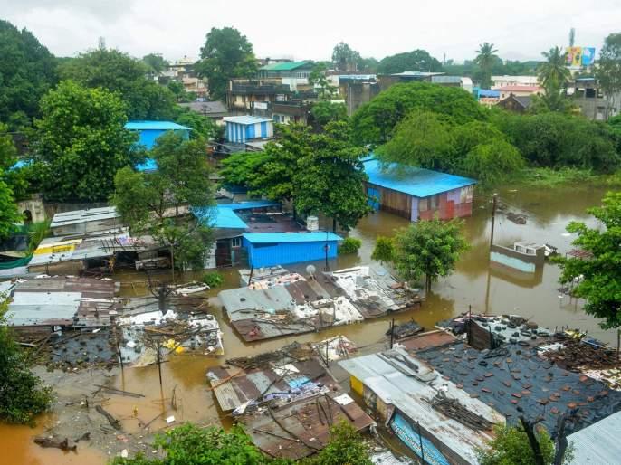 Government employees stolen help flood victims | शासकीय कर्मचाऱ्यांचा पूरग्रस्तांच्या मदतीवर डल्ला