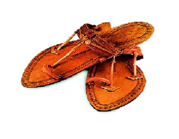 Kolhapuri slippers named 'GI' ranking worldwide   जगभरात प्रसिद्ध कोल्हापुरी चप्पलला 'जीआय' मानांकन