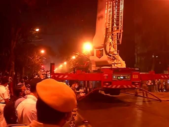 Fire breaks out on the 13th floor of a multi- storey building at Strand road in Kolkata, 9 dead   Kolkata Railway Building Fire: कोलकातामध्ये रेल्वेच्या इमारतीला भीषण आग; रेल्वे कर्मचाऱ्यांसह 9 जणांचा होरपळून मृत्यू