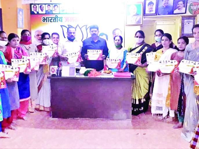 Rakhya to Kovid warriors, a unique initiative of BJP in Vengurla taluka   कोविड योद्ध्यांना राख्या, वेंगुर्ला तालुक्यात भाजपाचा अनोखा उपक्रम