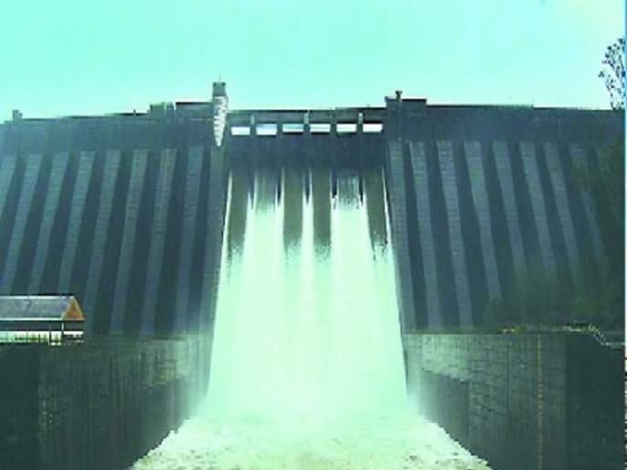 Erosion from the main dam in the district continues | सातारा जिल्ह्यातील प्रमुख धरणांतून विसर्ग सुरूच