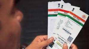 Farmer's rush to give bank account, adhar number! | बँक खाते, आधार क्रमांक देण्यासाठी शेतकऱ्यांची धावपळ!