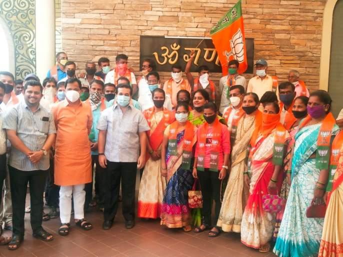 Kudal Speaker Nutan Iyer joins BJP   कुडाळ सभापती नूतन आईर यांचा भाजपात प्रवेश