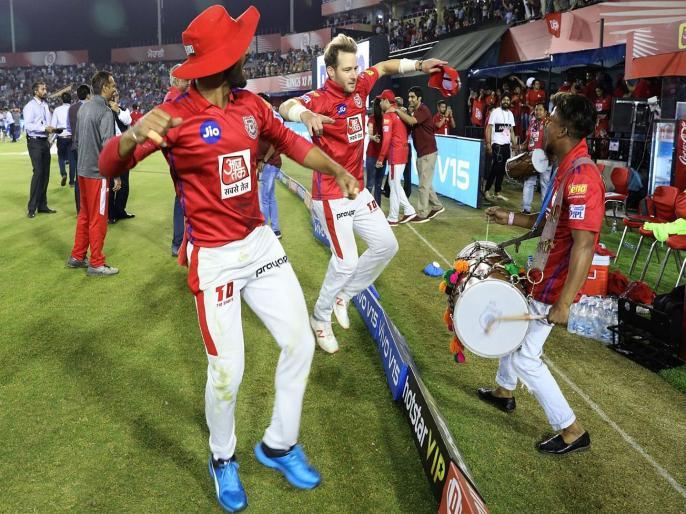 IPL 2019: Preity Zinta and Sam Curran dance after hat trick | IPL 2019 : हॅट्ट्रिकनंतर प्रीती झिंटा आणि कुरन यांनी केला भांगडा, व्हिडीओ झाला वायरल