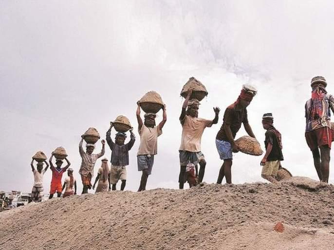 Migration of 150 families due to lack of hand in hand | हाताला काम नसल्याने १५० कुटुंबांचे स्थलांतर