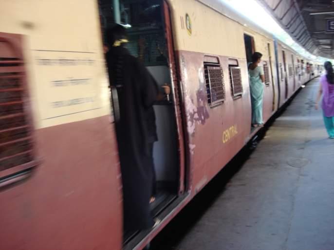 The women on the train are on the chemical attack | रेल्वेच्या महिला प्रवाशांवर होताहेत केमिकल अटॅक
