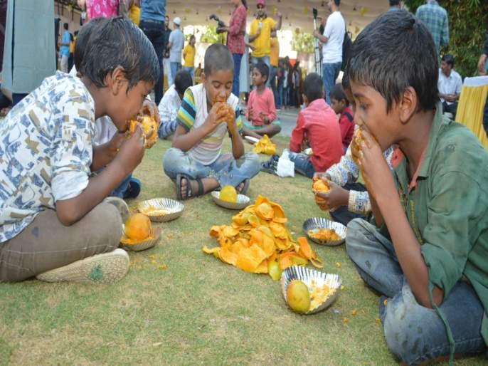 Divang children tast sweet mangoes | दिव्यांग मुलांनीचाखला आंब्यांचा गोडवा