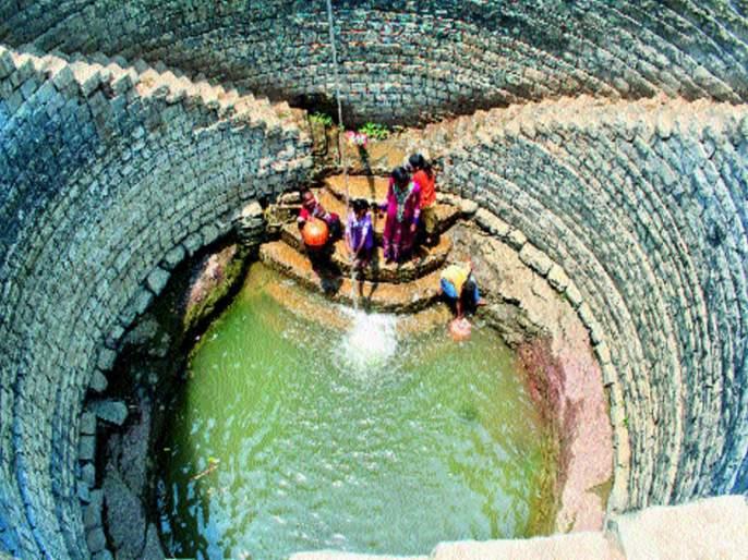 Latur district, 12 days to bring water to the city | दुष्काळात होरपळतोय अवघा लातूर जिल्हा, शहराला १२ दिवसांआड पाणी