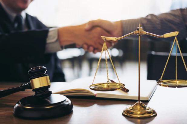 what kind of challenges young lawyers are facing today? | नव्या तरुण वकिलांसमोर आज कोणती आव्हानं आहेत?