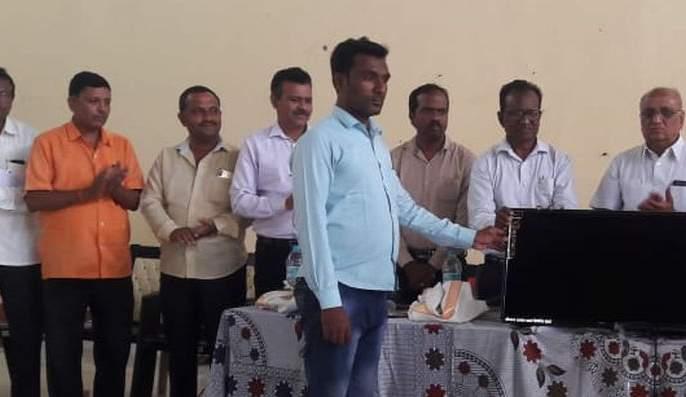 Distribution of LED sets to 27 Zilla Parishad schools in Risod taluka | रिसोड तालुक्यातील २७ जिल्हा परिषद शाळांना एलईडी संच वाटप