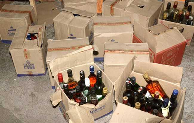 The liquor of Telangana sold in the border area of Nanded | तेलंगणाच्या दारूची नांदेडच्या सीमावर्ती भागात झिंग