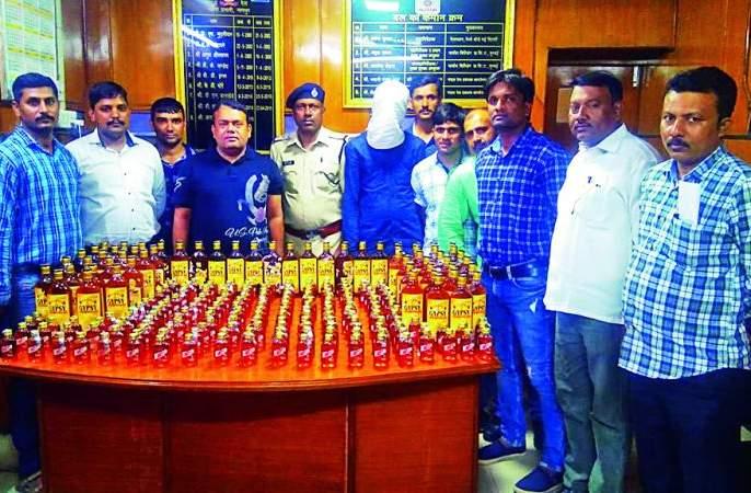 In the Sangamitra Express, 240 bottles of liquor were seized | संघमित्रा एक्स्प्रेसमध्ये दारूच्या २४० बॉटल्स जप्त