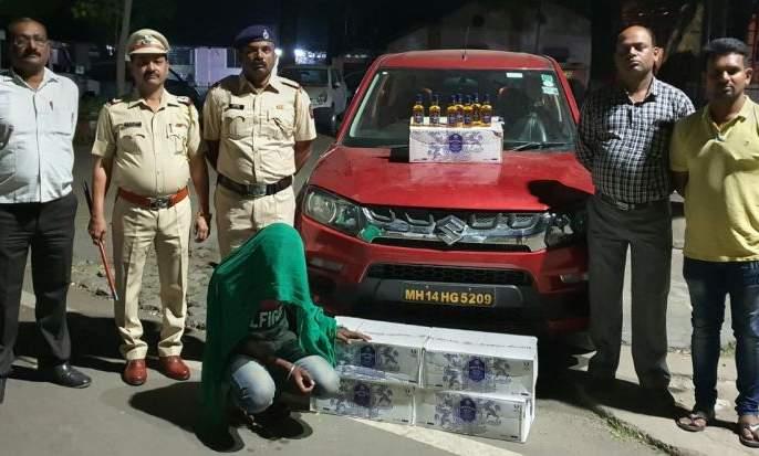 Illegal trafficking in alcohol from a zoom car | झूम कार मधून अवैध मद्याची बेकायदेशीर वाहतूक