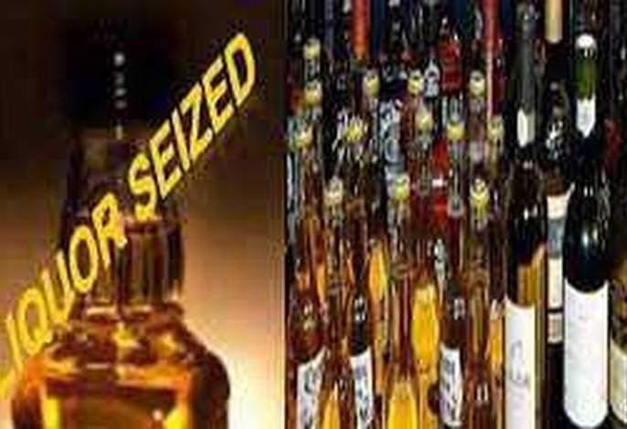 Washim: worth of 4.57 lakh ruppes foreign liquor siezed | वाशिम : विदेशी दारूसह ४.५७ लाखाचे साहित्य जप्त