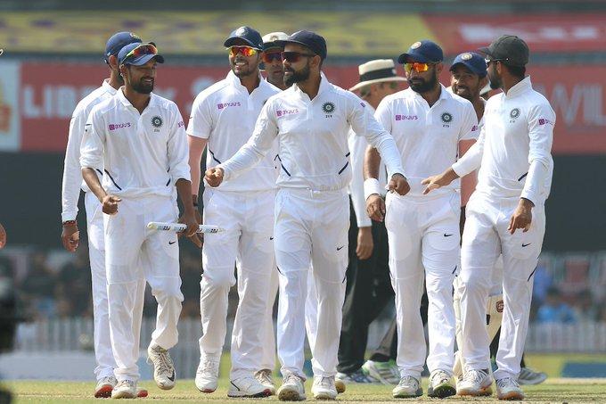 India Vs South Africa, 3rd Test: MS Dhoni look at India's victory? BCCI post photo | India Vs South Africa, 3rd Test : भारताचा विजयोत्सव बघायला पाहा आला तरी कोण; बीसीसीआय केला फोटो पोस्ट