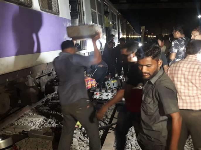 Local train derails in Mumbai | कुर्ला-विद्याविहार स्थानकादरम्यान लोकलचे चाक रुळावरून घसरले, मध्य रेल्वे विस्कळीत