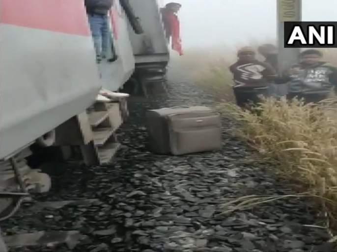 8 coaches of Mumbai-Bhubaneswar Lokmania Tilak Express derail near Cuttack, 40 injured | लोकमान्य टिळक एक्स्प्रेस रुळावरुन घसरली, 40 प्रवासी जखमी