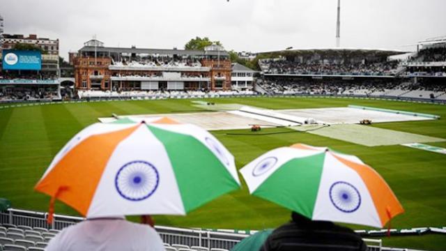 The Indian women cricketer was asked for match fixes during the series against England | भारताच्या क्रिकेटपटूला इंग्लंडविरुद्धच्या सामन्यावेळी झाली होती मॅच फिक्सिंगसाठी विचारणा