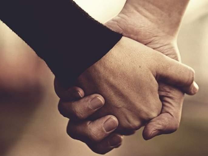 Parents prepared after police counseling; Silk knot tied by loving couples running away from home | समुपदेशनानंतर पालक झाले तयार; पोलिसांनी घरातून पळालेल्या प्रेमी युगूलांची बांधली रेशीमगाठ