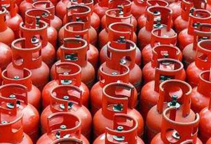 Gas cylinder price cut by Rs115.50 | दोन महिन्यात गॅस सिलिंडरच्या किमतीत ११५.५० रुपयांची कपात