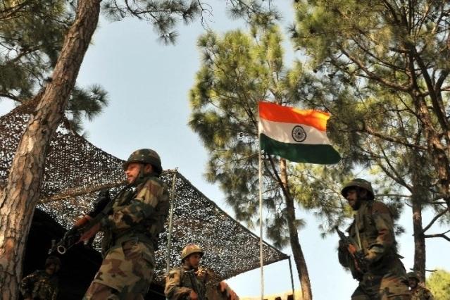 Pak firing on LOC; Two young martyrs | एलओसीवर पाकचा गोळीबार; दोन जवान शहीद