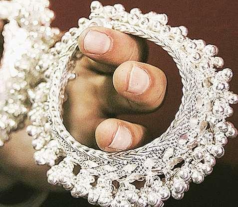 Silver prices rise by Rs 1500 per kg in just one day | Silver Rate: अवघ्या एका दिवसात चांदीच्या भावात १५०० रुपयांची वाढ