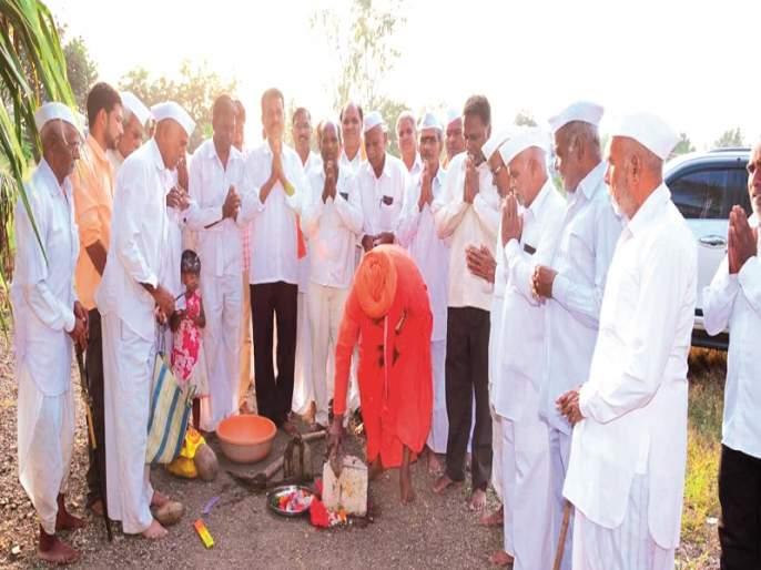 Donations to the village made by hard earned wealth | कष्टाने कमावलेली संपत्ती केली गावाला दान
