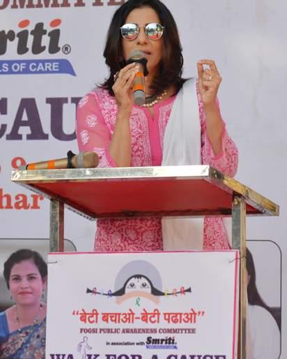 Interview - Without gender discrimination, your children should be raised as human - Madhura Velankar | interview; लिंगभेद न करता आपल्या मुलांना माणूस म्हणून वाढवलं पाहिजे - मधुरा वेलणकर