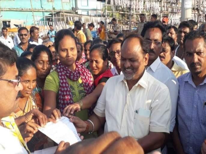 Mahadev Jankar assured that the government is ready to help to fishermen | मच्छिमारांसाठी शासन तिजोरी रिकामी करण्यासही तयार, महादेव जानकर यांचे आश्वासन