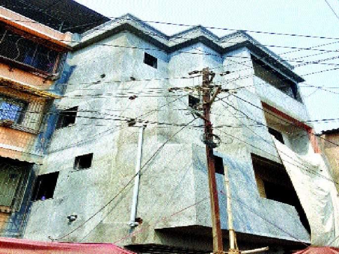 Ambernath Municipality: Protection of officers in illegal buildings | अंबरनाथ नगरपालिका : बेकायदा इमारतीला अधिकाºयांचे संरक्षण